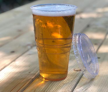Plastic Pint Glasses with Lids